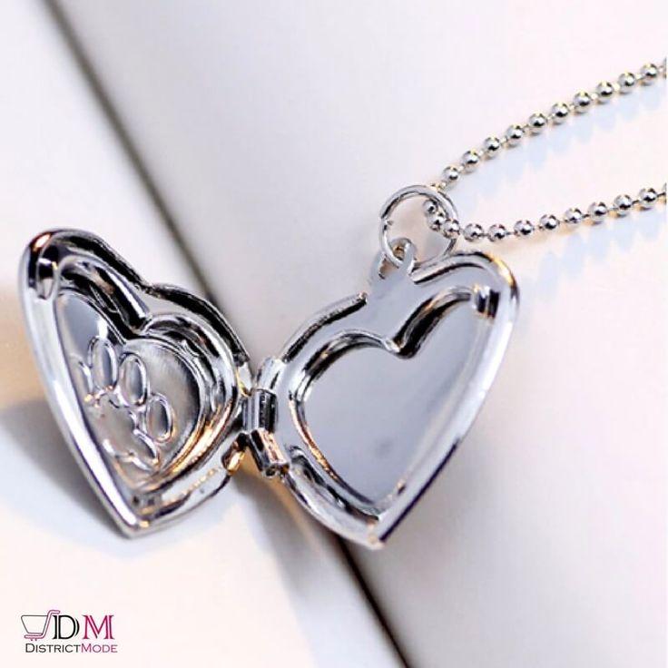 Collier Pendentif cadre Photo cœur Un Bijou avec un Double Cœur qui s'ouvre pour pouvoir mettre une Photo de votre animal de compagnie ou autre  Un Médaillon avec Gravure d'Empreinte d'une Patte de Chien/Chat