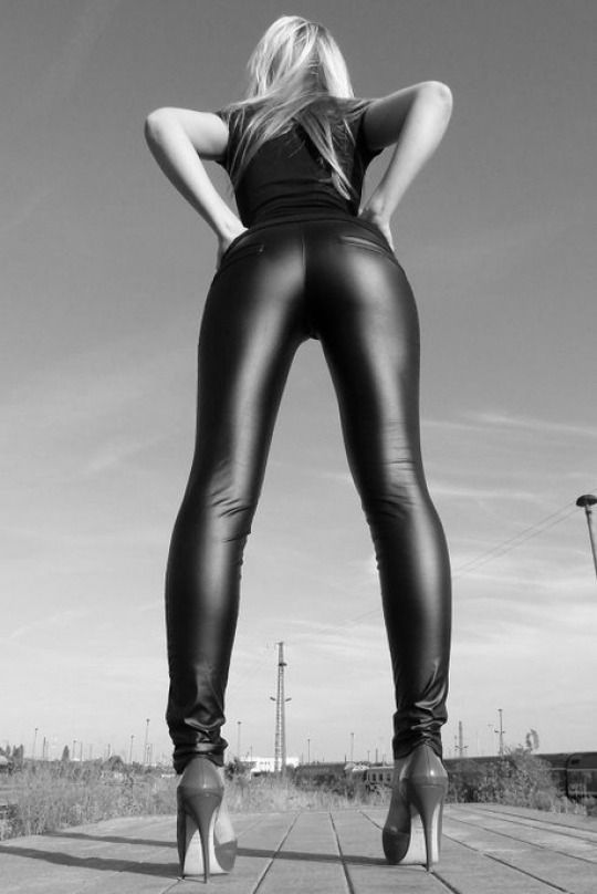 call girl stockholm latex leggings