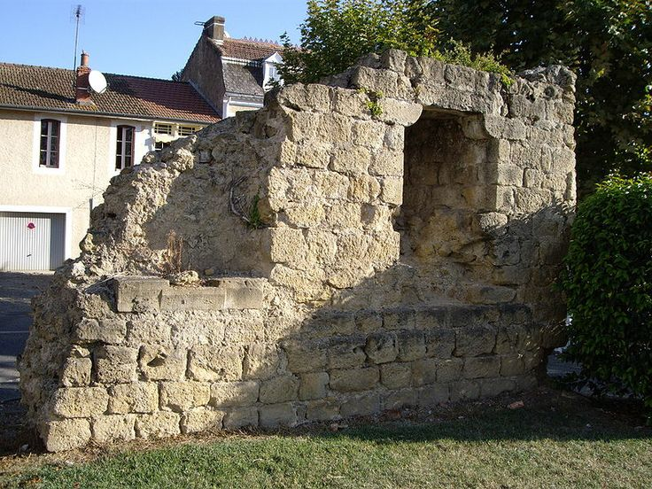 File:Vestige des fortifications (Mirande, Gers France).JPG