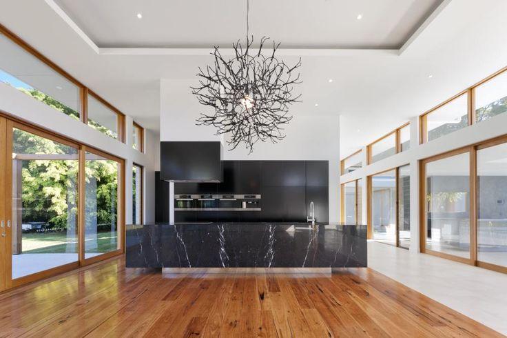 Czarne meble kuchenne +białe ściany