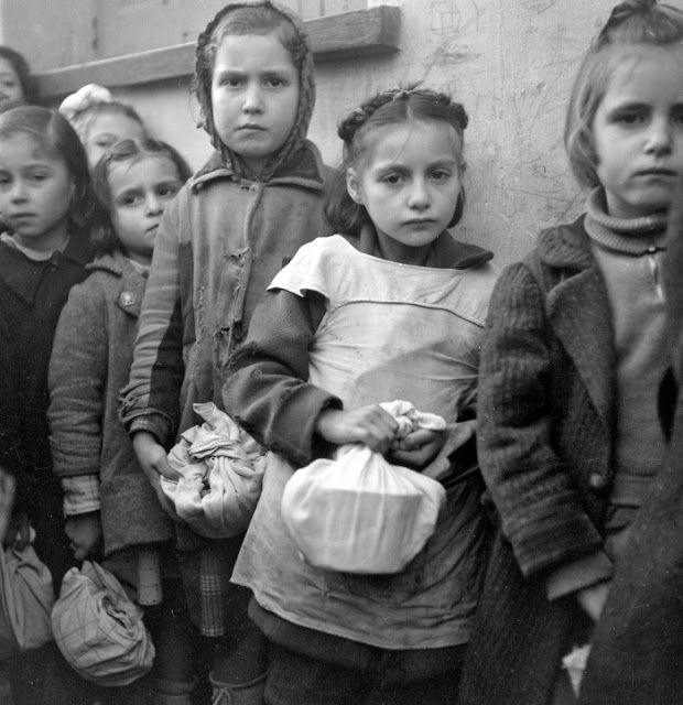 Santeos: Από τη Γενοκτονία στην Ναζιστική Κατοχή στο Μεσσια...