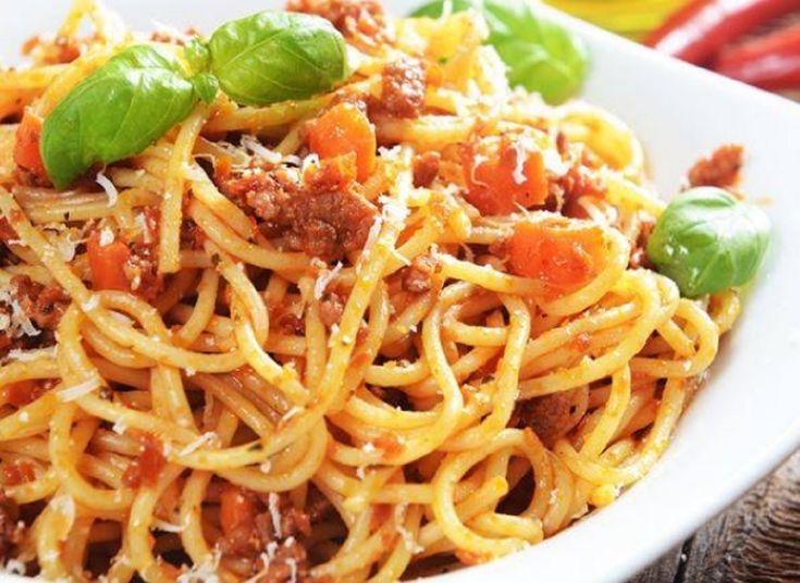 Recette : Spaghetti à la viande haché, tomates et basilic.