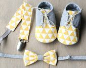 Yellow and grey baby boy gift SET - shoes, bow tie and paci clip. Yellow grey baby shower gift, christening outfit, wedding baby accessories