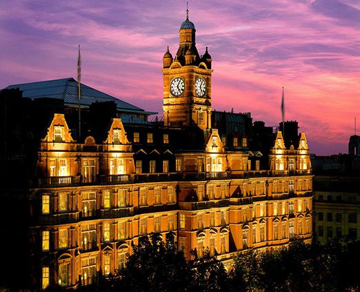 With a prime location, in the Marylebone area of Central London, the 5* Eco Friendly Landmark Hotel is conveniently situated close to the Capitals other Landmarks. The famous Madame Tussaud's waxworks, Regent Park, Hyde Park and Oxford Street are all within close proximity to the Hotel. Marylebone train and Tube stations are just a short stroll away, providing an easy commute across the city.
