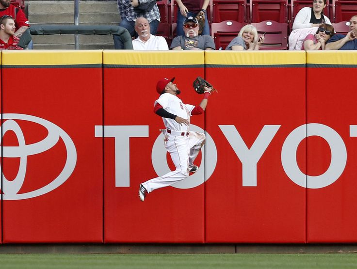 Watch: Reds' Hamilton leaps onto wall for outrageous catch  -  August 8, 2017