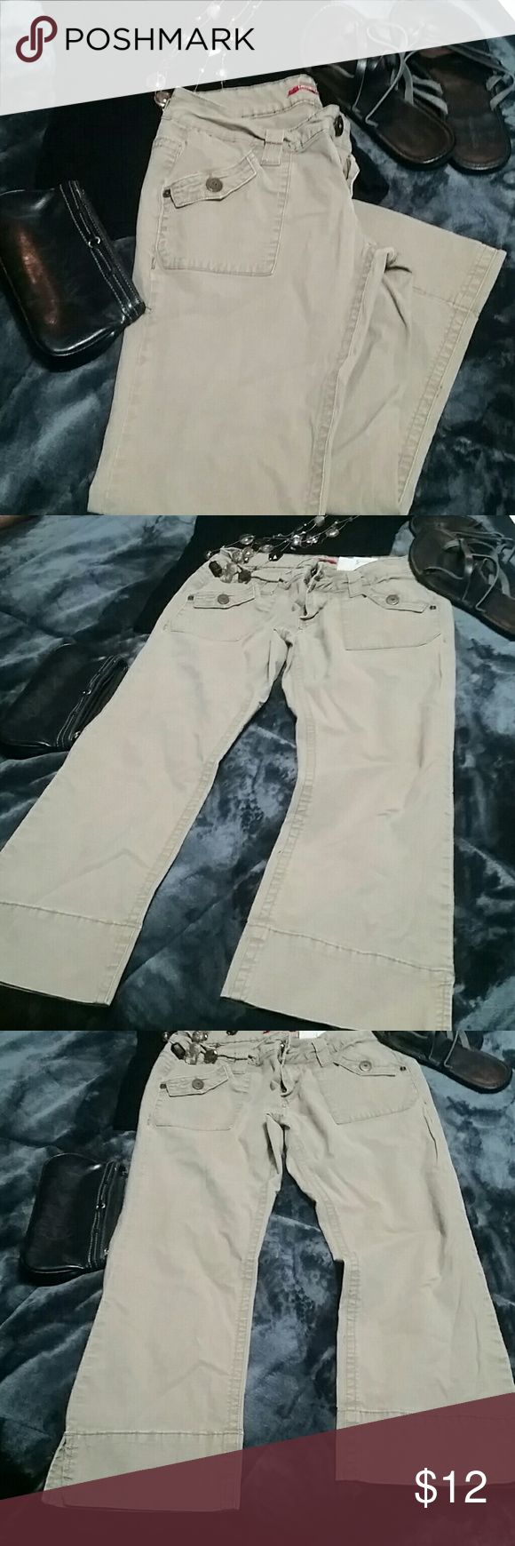 Khaki Capri pants size 3 Unionbay khaki capris. Size 3. Excellent spring and summer staple, goes with anything and can be worn everywhere! ?????????? UNIONBAY Pants Capris