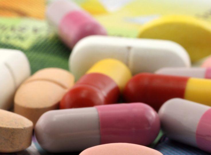 Viele Kunden kaufen aufgrund der tieferen Preise ihre Medikamente im Ausland. Jedoch muss man da aufpassen, denn eigentlich dürfen Krankenkassen in solchen Fällen nichts rückerstatten.  Erhalte hier mehr Infos: http://www.krankenkasse-wechsel.ch/pharmaindustrie-und-krankenkassen-streiten-uber-medikamente/