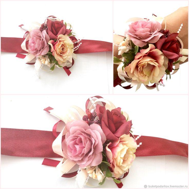 Купить или заказать Браслеты для подружек невесты ' Цветы Марсала' в интернет-магазине на Ярмарке Мастеров. Как правило, подружки на свадьбу надевают платья одинакового цвета, в руках они держат небольшие букеты в тон букетам невесты. Но учитывая то, что у подружек в этот день множество забот, то, чтобы освободить их руки, часто используют свадебные браслеты для подружек невесты. Необычный аксессуар не ограничивает движений девушек, они запросто могут поправить причёску или платье нев...