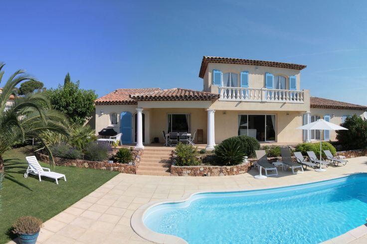 Location Vacances! Villa située dans un quartier résidentiel de Saint-Raphaël, de 2 à 8 personnes. Palmiers, piscine et farniente.  #LocationsVacances #MediaVacances #PACA #Villa #PiscineetPalmiers