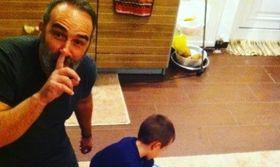 Γρηγόρης Γκουντάρας: Παιχνίδια με τους γιους του στο σαλόνι   Ο Γρηγόρης Γκουντάρας πέρασε το απόγευμα του παίζοντας με τους δυο γιους του στο σαλόνι του σπιτιού.  from Ροή http://ift.tt/2kl6fgR Ροή