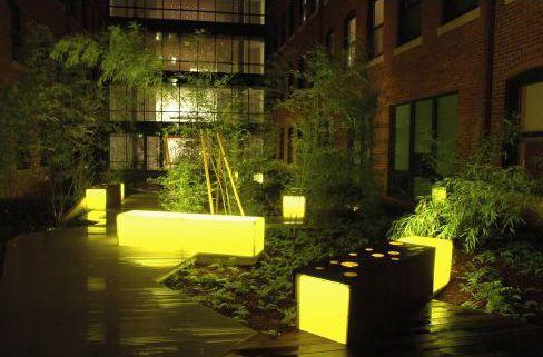 Pocket Park: Court Square Press Courtyard, Boston, Massachusetts  Landworks Studio, Inc., Salem, Massachusetts / pocket park