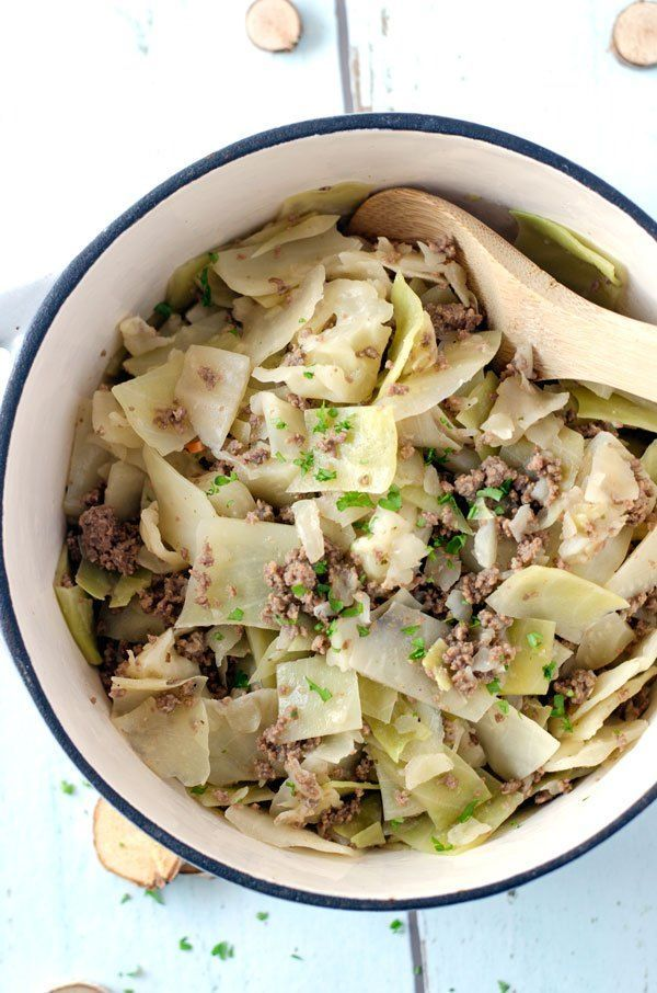 Weisskohltopf mit Salzkartoffeln. Wärmend, würzig, kalorienarm// White cabbage with potatoes and beef tartar. Low calorie! Recipe also in english!