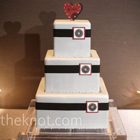 ...: Squares Cakes, Cakes Ideas, Valentines Wedding, Black White Wedding, Wedding Photo, White Cakes, Beautiful Cakes, White Wedding Cakes, Valentines Tops