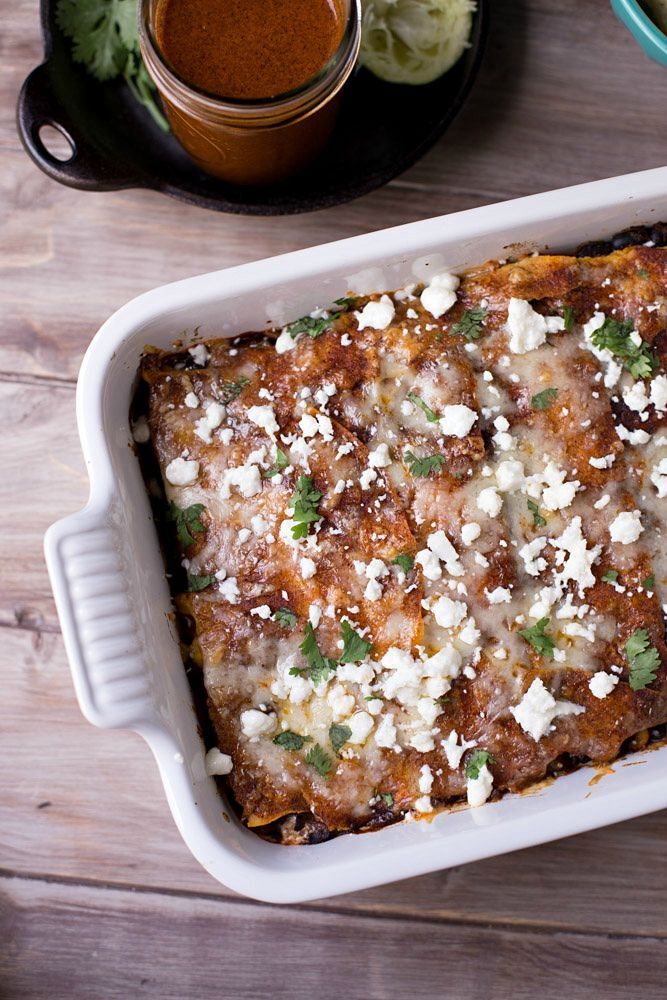 This Vegetarian Enchilada Casserole is a Tex-Mex lover's dream! Only ...