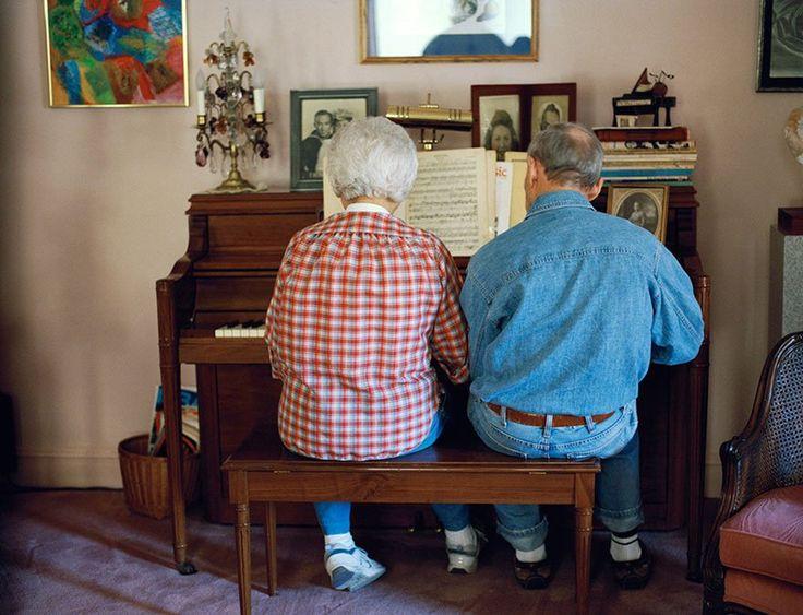 L'amour des couples âgés capturé dans des portraits touchants, ensemble depuis toujours