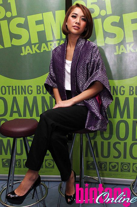 Bunga Citra Lestari in Kain Tenun Blazer. Looks chic and fashionable