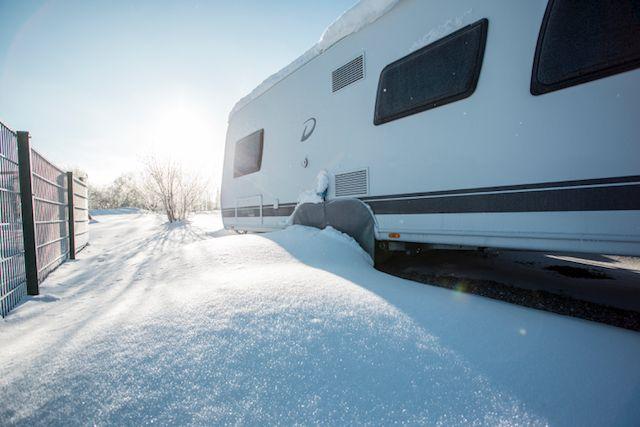 Raus aus der Sauna und rein ins Schneevergnügen#allgäu #Traumwinterland #winteriscoming #wintercamping #wintercampingwithdogs #alpsee #camping #langlauf #winterurlaub #wellness #sauna
