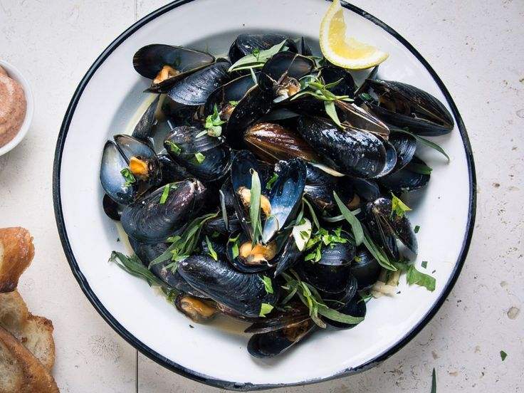 Mussels with Pale Ale and Spicy Aïoli Recipe | Saveur