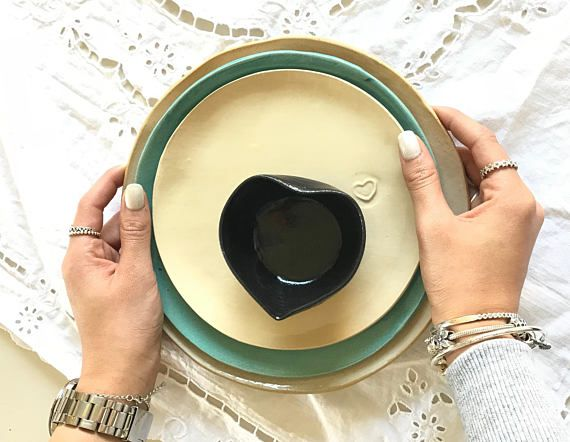 Set of 6 cream ceramic plates with a small heart.  These white and so sweet ceramic plates are perfect for starting a new day with a delicious breakfast and ending it with a light, refined dinner!  Great and stylish addition to any kitchen decoration! Ideal Wedding/Anniversary, Birthday