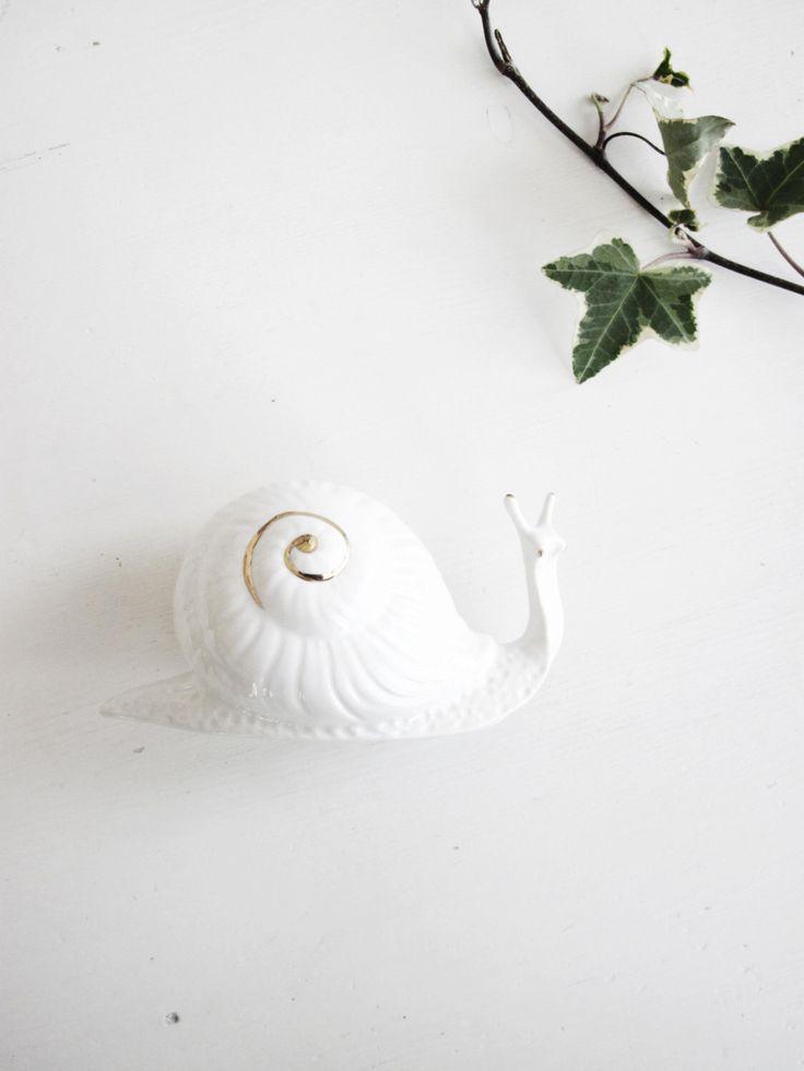 Schnecke figürchen - Collectible Skulptur - Home Decor Vintage Schnecke Keramik Porzellan Mütter Tag Vintage Geschenk Collectible Home Decor von teuladi auf Etsy https://www.etsy.com/de/listing/218449772/schnecke-figurchen-collectible-skulptur
