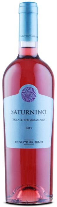 Saturnino, Negroamaro Igt Salento Rosato, è un vino sapido, marino e minerale. Forte della sua rotondità, coniuga in modo ammirevole la freschezza con una notevole piacevolezza di beva.