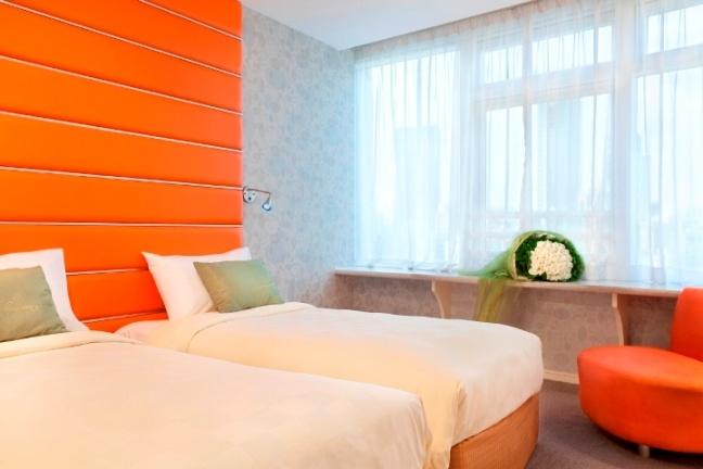 Cosmopolitan Hotel Hong Kong, Hong Kong, Hong Kong.  Resorts, Hotels reviews, photos and overviews