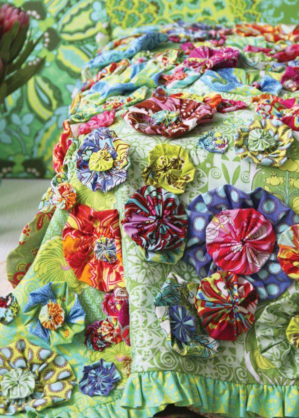 105 best yo yo quilts images on pinterest for Yo yo patterns crafts