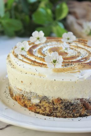 Újabb klasszikus kissé felturbózva! Érdemes rögtön dupla adaggal, egy 23 cm-es tortával indítani, mert ez a pici sajnos pikk-pakk elpárolog. Mákos...