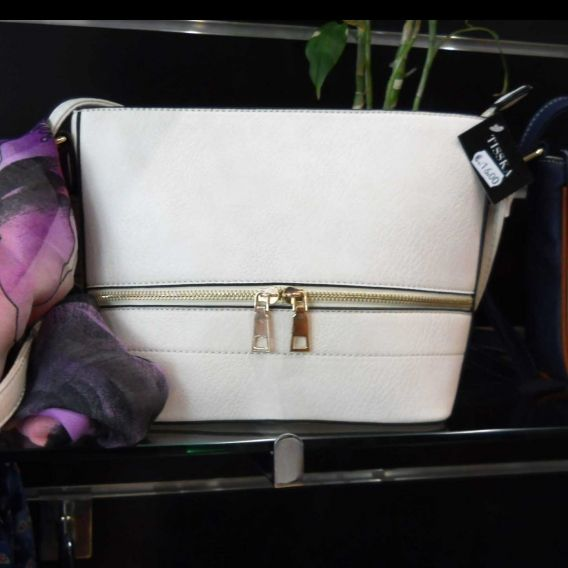http://bisuteriademoda.es/bolsos-de-moda-online-baratos-para-mujer/3365-bolso-blanco-roto.html