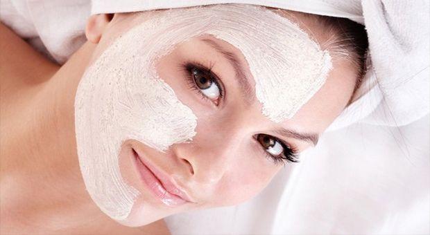 Cildi Gençleştiren ve Güzelleştiren Yoğurt Maskesi nasıl yapılır? Cildi Gençleştiren ve Güzelleştiren Yoğurt Maskesi'nin malzemeleri, resimli anlatımı ve yapılışı için tıklayın. Yazar: Diyet Rehberi