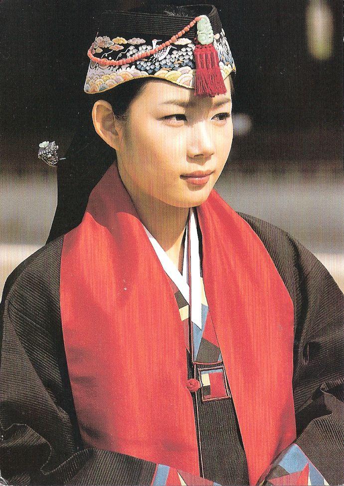 A Korean ayam hat.