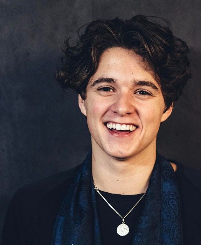 bws omg his smile is killing me im dying the vamps