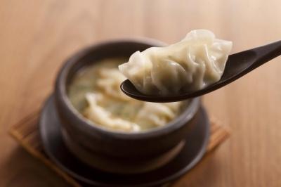 豬骨湯煮日式餃子