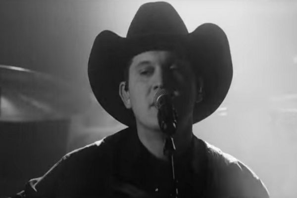 Jon Pardi Releases 'Dirt on My Boots' Music Video