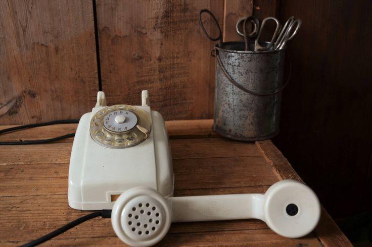 Vintage teléfono, Vintage decoración de oficina, rotatorio, rotary teléfono Vintage, teléfono Retro, teléfono de escritorio, teléfono blanco blanco rotatorio, teléfono, de TallinnVintage en Etsy https://www.etsy.com/es/listing/543703134/vintage-telefono-vintage-decoracion-de