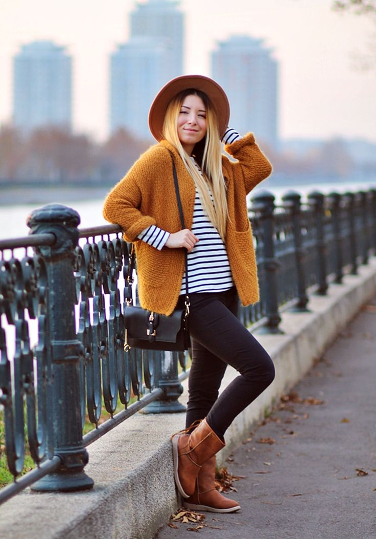 Street style: striped white blouse, black pants, brown boots, mustard cardigan, Renata Corsi Bag, SheIn - Bucharest fashion blogger Andreea Ristea