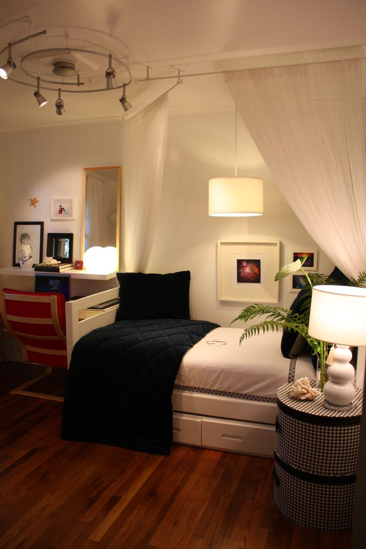 Simple Decorating For Small Bedrooms 1000 Images About Small Bedrooms On Pinterest Guest Rooms