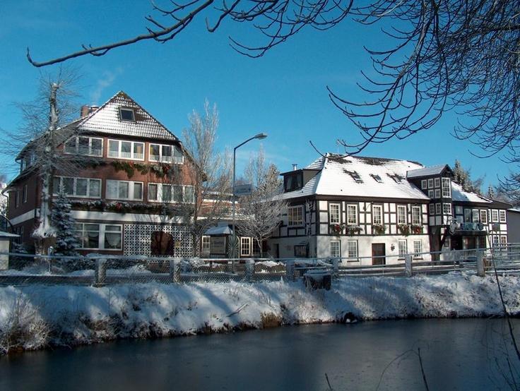 """Das *** Superior  AKZENT Hotel und Restaurant  """"Zur Wasserburg"""" liegt 30 km südwestlich von Bremen.  Harpstedt ist ein staatlich anerkannter Erholungsort im Herzen des waldreichen Naturparks """"Wildeshauser Geest"""".    Für Ihre Veranstaltung haben wir im AKZENT Hotel """"Zur Wasserburg"""" verschiedene Räume von 10 bis 120 Personen und 30 Komfort Hotelzimmer."""