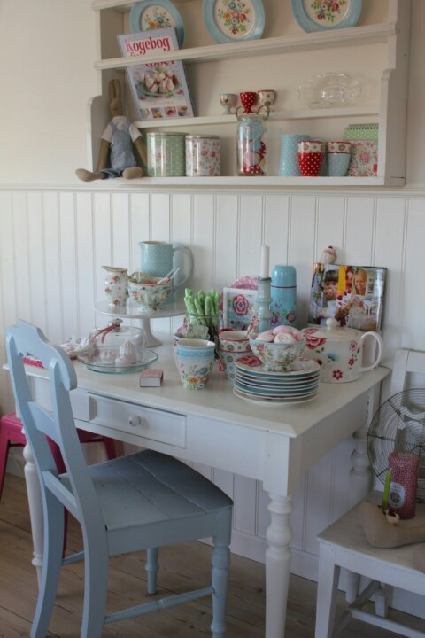 Love this shelf instead of a Welsh dresser