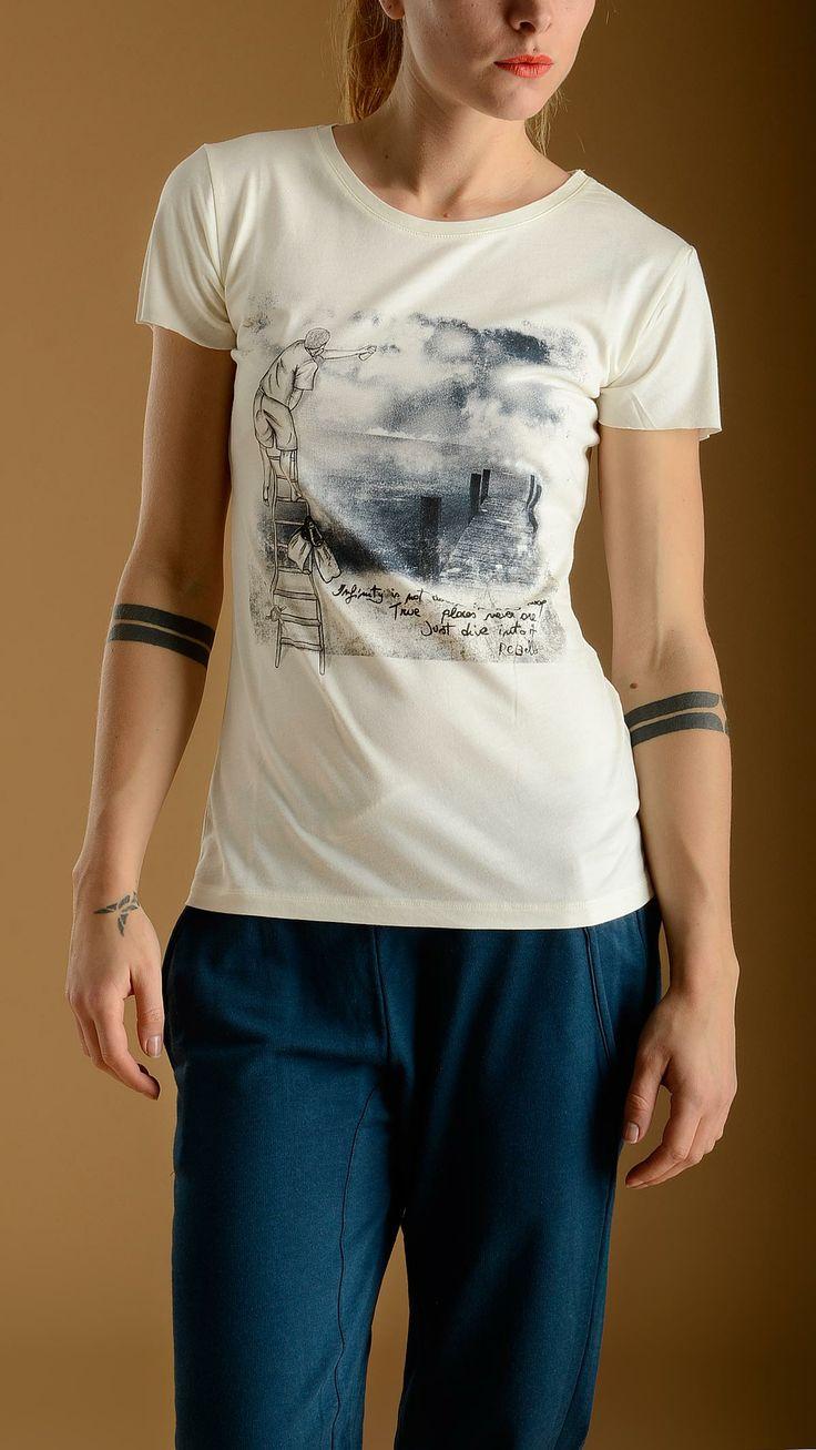 REBELLO Infinity white tencel T-shirt featuring round neck, short seamless sleeves, 70% bamboo 30% organic cotton.