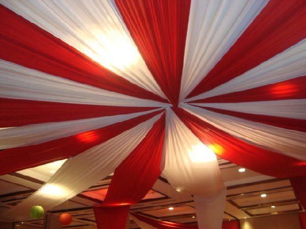 A la hora de embellecer y acondicionar un salón para tu evento, la decoracion con telas para fiestas resulta importante e imponente instrumento ornamental..