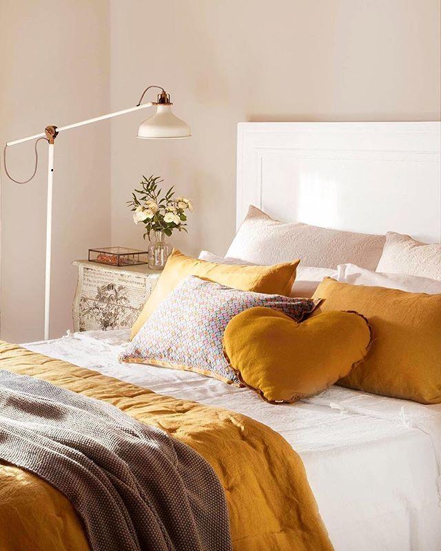 En tonos pastel, mostaza, azules... Te proponemos 5 looks distintos para la misma cama. Con solo cambiar la ropa de cama da un giro de 180 º. Mira la galería en nuestra web y descubrirás el poder de las telas (link en la bio) . . #elmueble #decoracion #decoration #cama #ropadecama #dormitorio #bedroom #cambioradical #color #renovation #mostaza #cojines #cabecero