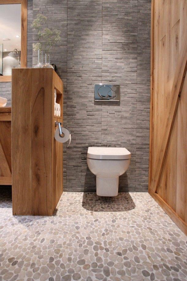 Landelijke wc met hout en grijze stenen Door Ellen10