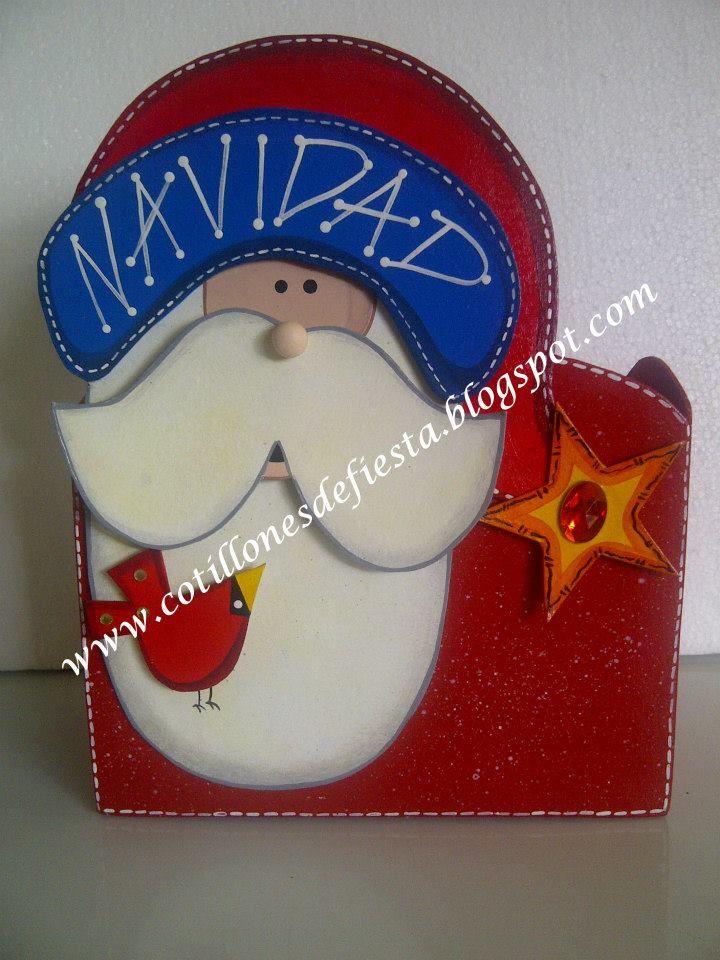 caja fabricada de manera artesanal y pintada a mano