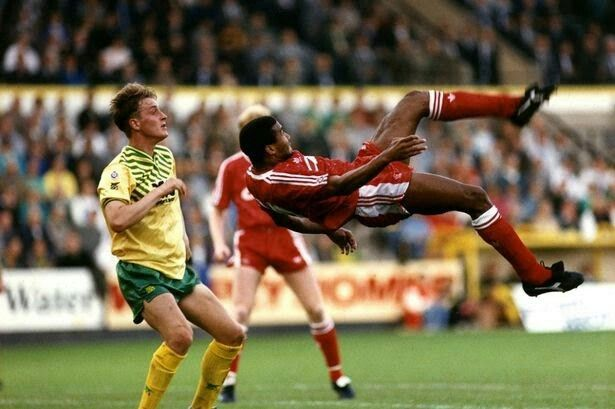 Norwich City 1 Liverpool 1 in Oct 1990 at Carrow Road. John Barnes tries a spectacular goal attempt #Div1