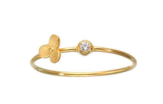 Flor diamante anillo 14k oro apilado delicado por TujFinejewelry