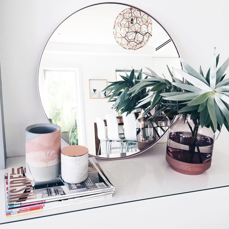 """So in love with my new round mirror from my fave @luum.com.au it's the prettiest shade of soft pink. Perfect for ontop of a console or hanging in a light…"""