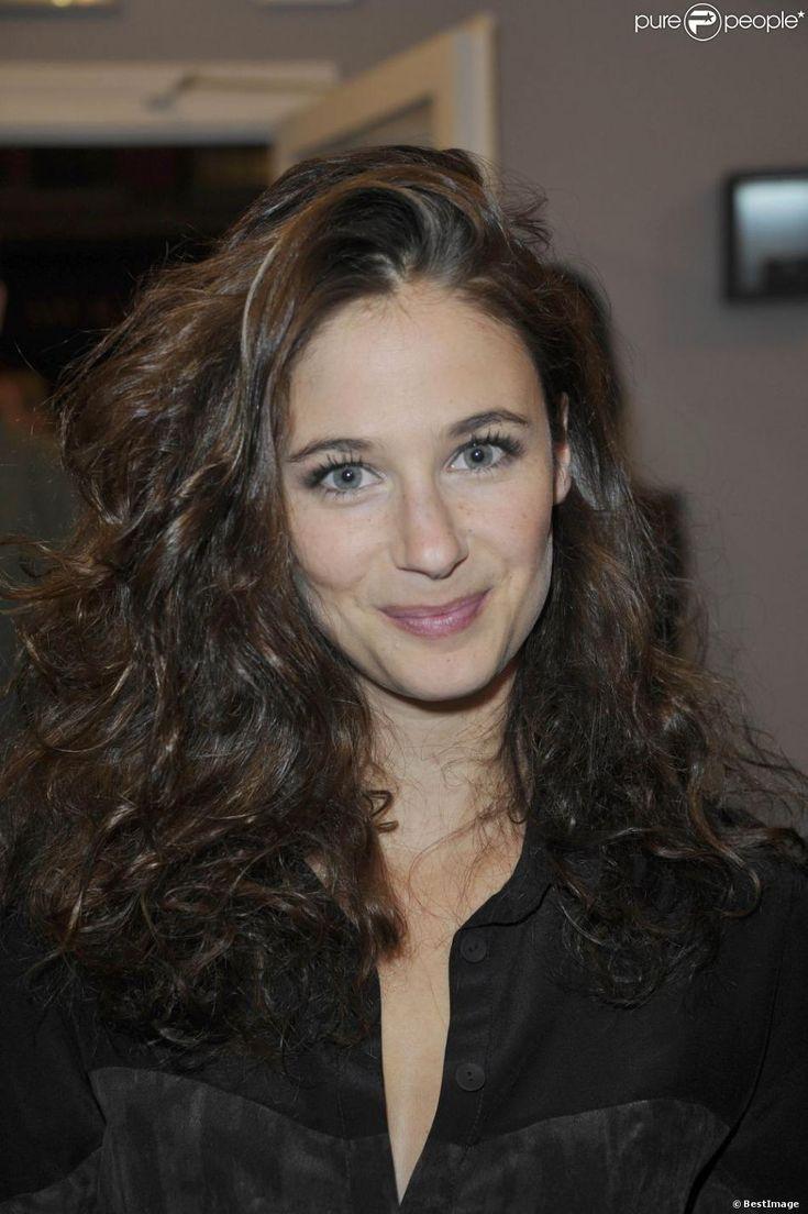 Mélanie Bernier lors de l'inauguration de la nouvelle boutique de Vanessa Tugendhaft à Paris, le 2 octobre 2012....