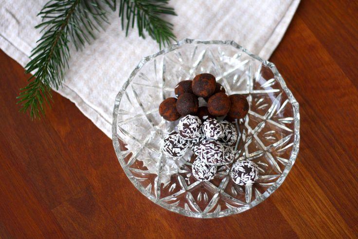 Dadelkugler er super nemme at lave, de smager godt og så er de tilmed sunde og ikke fyldt med raffineret sukker.