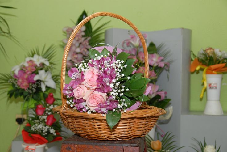 Koloveni | Wicker Flower Baskets and Stands